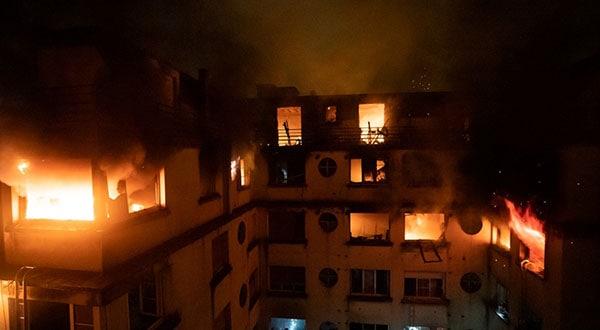 El edificio residencial en llamas en el distrito XVI de París.