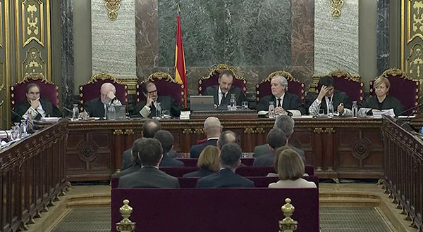 Los líderes independentistas catalanes llegaron el martes al Tribunal Supremo para el juicio por su papel en la ofensiva separatista de otoño de 2017.