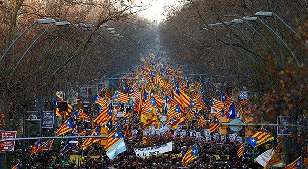 """En Barcelona manifestantes sostuvieron que la independencia """"no es un crimen"""""""
