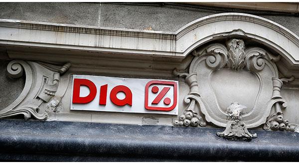 La presencia del logo de DIA en un supermercado en el centro de Madrid.