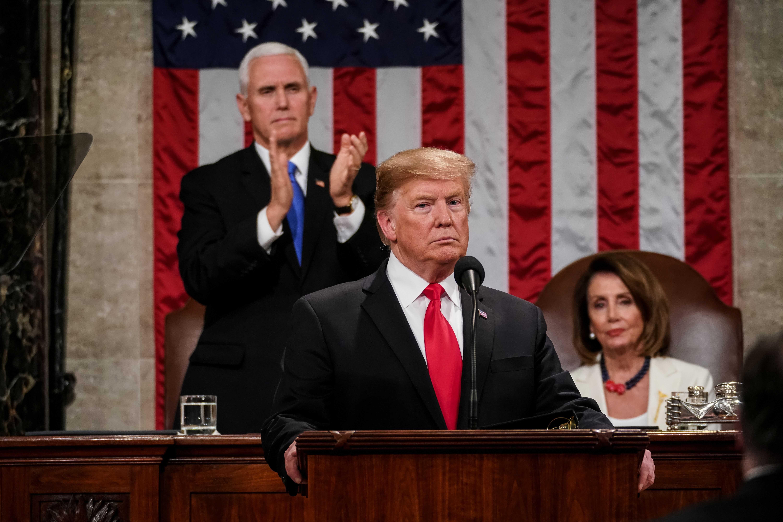 Trump hizo una pausa para hablar sobre el Estado de la Unión, junto a su vicepresidente, Mike Pence, y la presidenta de la Cámara de Representantes, Nancy Pelosi.