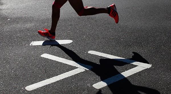 Panek terminó la carrera de 21 kilómetros en menos de dos horas y media, de acuerdo al club New York Road Runners.