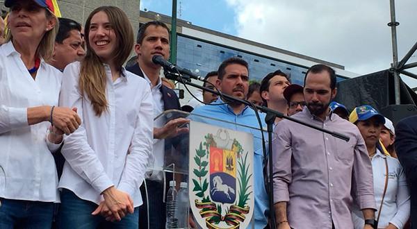 Migración Venezuela a Guaidó: Bienvenido presidente. Desde Las Mercedes, en Caracas, dijo que la línea de mando de la FANB estaba rota/TW @JGuaidó