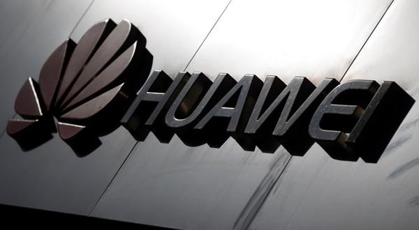 Logo de Huawei en una tienda de Pekín.