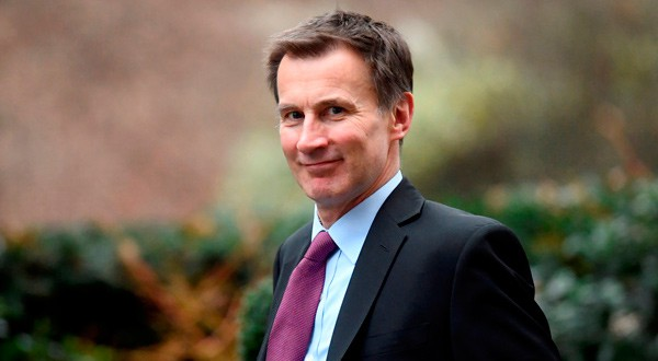 El secretario de Asuntos Exteriores de Reino Unido, Jeremy Hunt, a la salida de Downing Street en Londres.