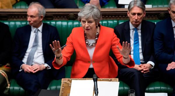 Theresa May hablando ante el Parlamento británico.