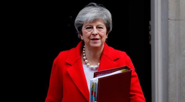 Theresa May a las afueras de su despacho en Londres.