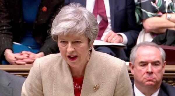 Theresa May hablando en su turno en el Parlamento de Londres, Reino Unido.