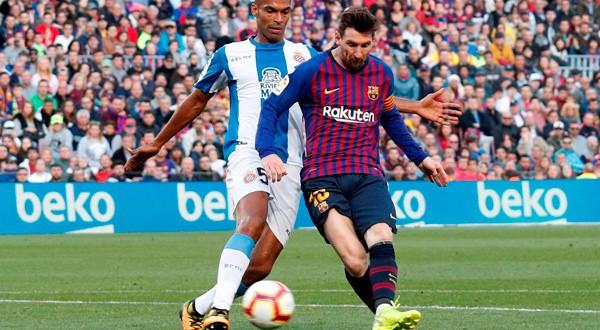 Zurdazo de Messi que terminó en su segundo gol de la jornada.