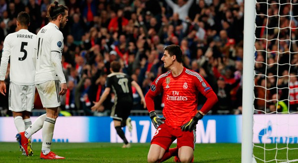 Thibaut Courtois, arquero del Real Madrid, tras recibir el cuarto gol ante el Ajax.