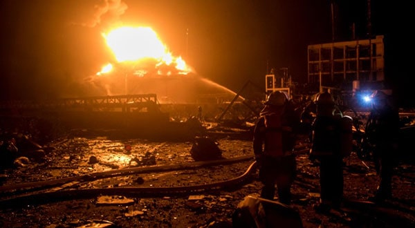 Se desplegaron cerca de 900 bomberos para controlar las llamas.