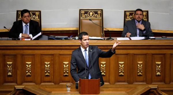 Juan Guaidó, presidente Encargado de Venezuela, se dirige al país en el hemiciclo de la Asamblea Nacional.