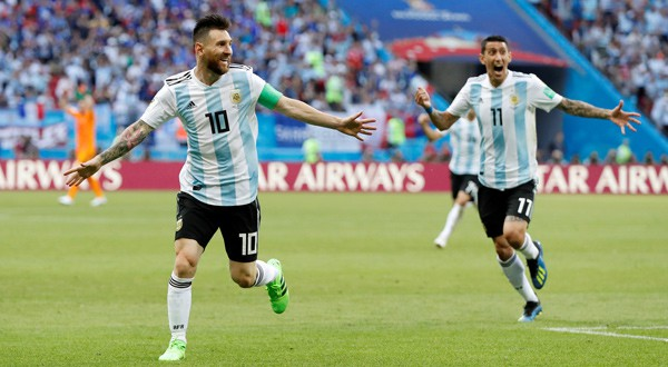 Lionel Messi, izq., y Ángel Di María están en la convocatoria para la selección argentina
