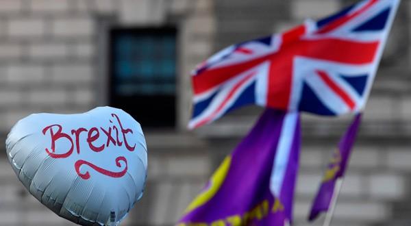Manifestantes pro-Brexit exhiben un globo en una manifestación en Londres, Reino Unido.