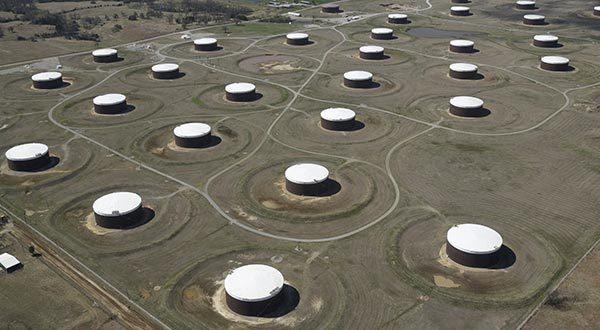 Aumento de inventarios de petróleo de Estados Unidos triplica las estimaciones de los analistas