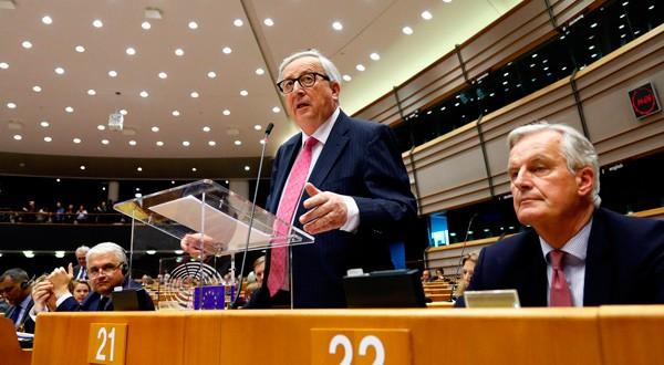 El presidente de la Comisión Europea, Jean-Claude Juncker, se dirige al Parlamento Europeo en Bruselas, Bélgica.