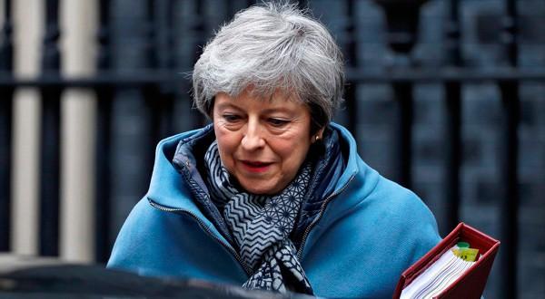 Theresa May a la salida de Downing Street en Londres.