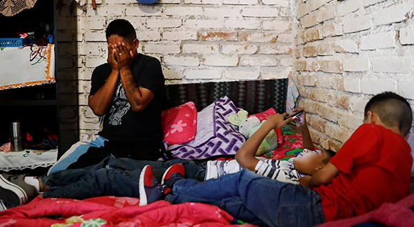 """Aducen razones de """"carga pública"""" para restringir visas a migrantes en EEUU. Habría mayor discreción entre funcionarios consulares"""