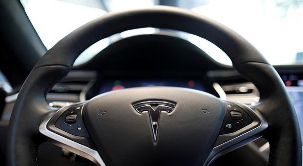 Tesla anuncia para el próximo año la llegada de los taxis conducidos por robots