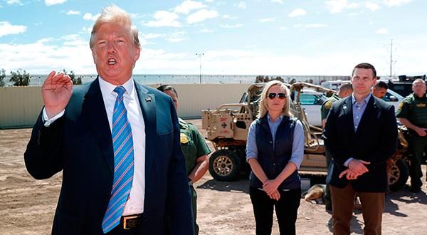 El juez federal de distrito Richard Seeborg dictó una orden que detiene la política del gobierno de Trump de enviar a algunos solicitantes de asilo de regreso a la frontera sur para esperar en México a que se resuelvan sus casos