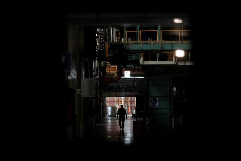 La falta de luz y agua es un duro golpe para el sector industrial y comercial venezolanos.