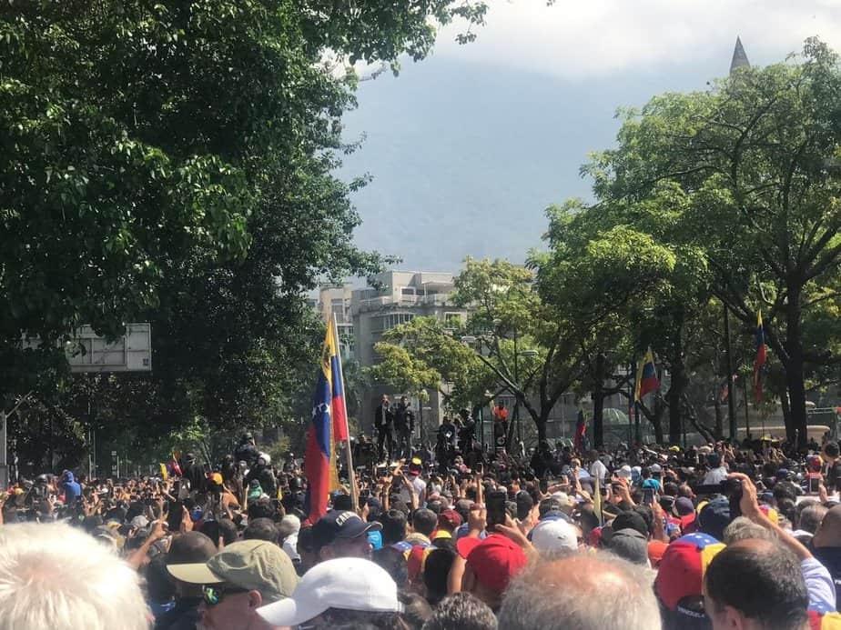 Mientras en Venezuela la Operación Libertad está en marcha, policías y militares han reprimido a sus seguidores en las calles.