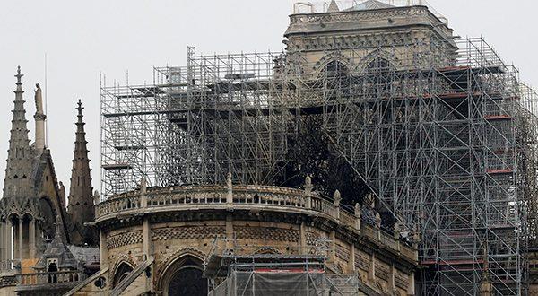 Comenzaron las investigaciones para determinar la causa del incendio de la catedral de Notre Dame