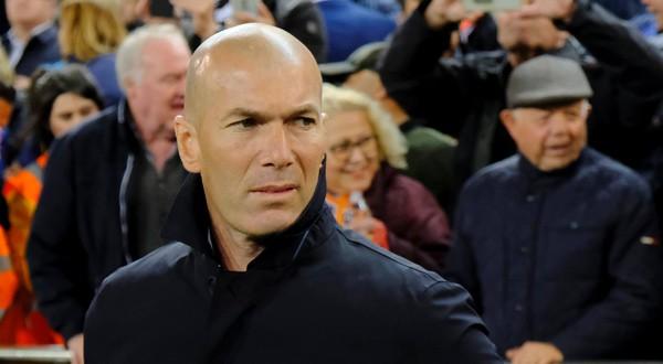 Zinedine Zidane durante el partido ante el Valencia