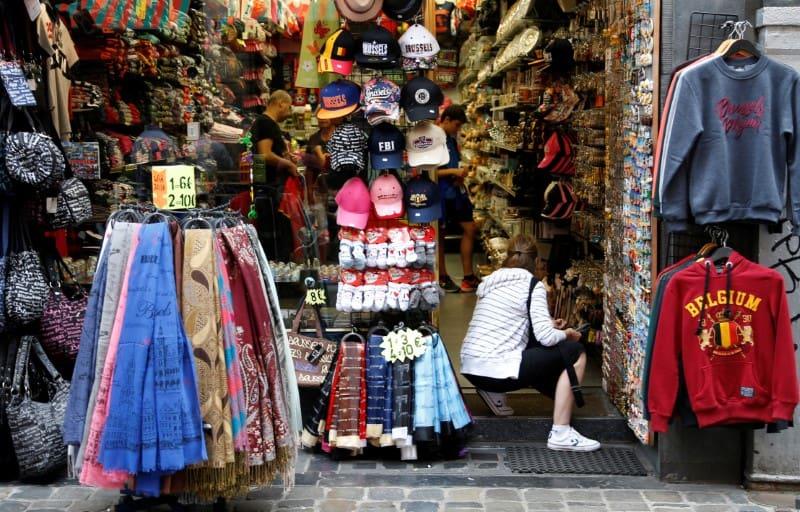 Las ventas de vestidos y zapatos se recuperaron tras una caída del 0,6 por ciento en enero.