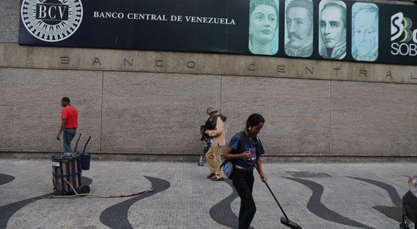 Según datos del Banco Central de Venezuela, el incremento de las importaciones del país obedecieron al crecimiento de las compras externas petroleras, las cuales superaron los 9.000 millones de dólares.
