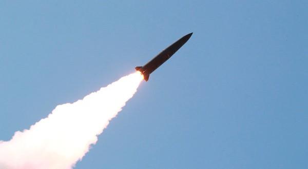 Misil lanzado durante unas maniobras militares en Corea del Norte.