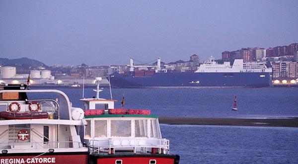 El barco que debía recoger armas en Francia atracó este lunes en el puerto de Santander y luego partió hacia Arabia Saudí.