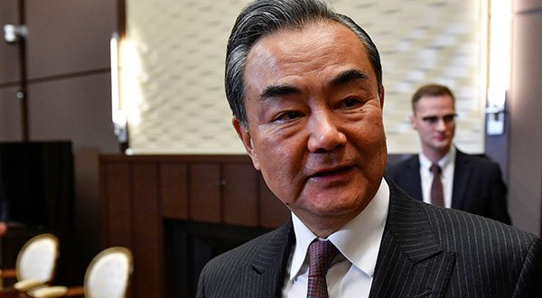 Principal diplomático chino Wang Yi pide moderación a EEUU