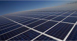 Paneles para producción de energía solar en los terrenos del Instituto Tecnológico y de Energías Renovables (ITER) en las afueras de Santa Cruz de Tenerife.
