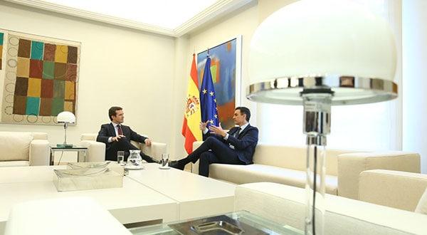 Casado le insistió a Sánchez que el Ejecutivo no dependa de los independentistas catalanes.
