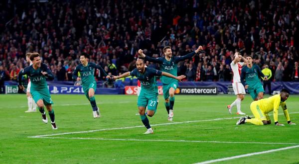 Lucas Moura celebra el tercer gol de la noche