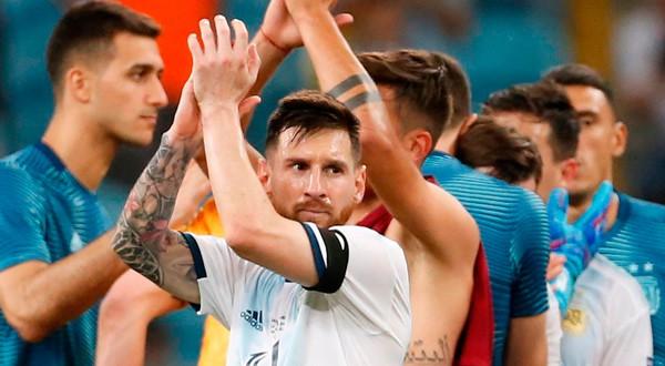 Argentina clasificó en la raya a los cuartos de final de la Copa América.