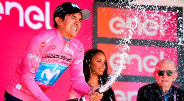El ecuatoriano celebra su primer Giro de Italia.