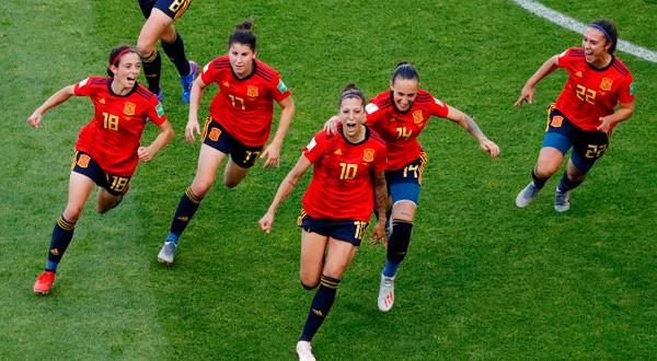 Jenni Hermoso celebra su segundo gol en el partido.
