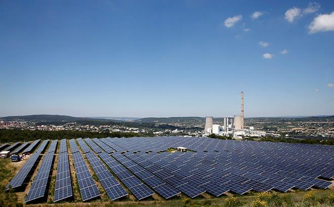 Las renovables, lanzadas en detrimento de las petroleras