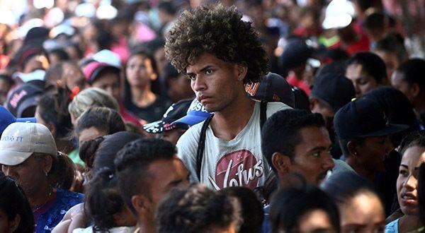 Venezolanos que huyen de la crisis de su país son acogidos por países que esperan ayuda