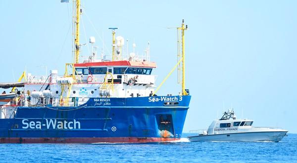 El 'Sea Watch 3' dice que se ve obligado a desembarcar los migrantes en Lampedusa, Italia.