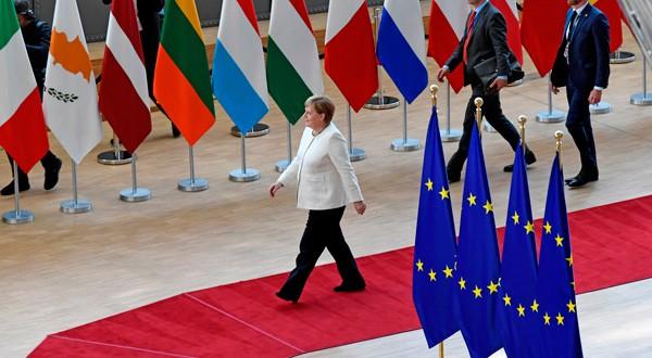 Angela Merkel llega a Bruselas de cara a importantes negociaciones.