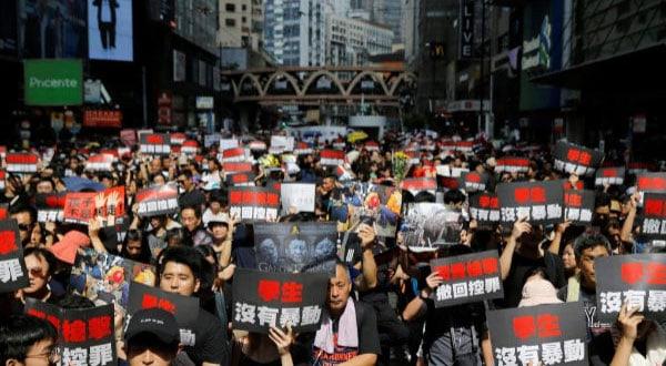 Los organizadores de las protestas en Hong Kong se comprometen a evitar que ocurran actos violentos como los de la semana pasada.