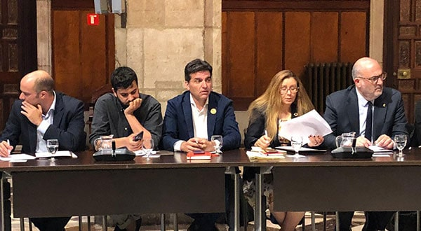 La dirigencia de ERC y en particular uno de sus portavoces, Sergi Sabrià, anuncian que insistirán con la fórmula del referéndum para solucionar el conflicto político en territorio catalán.