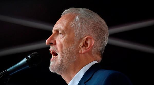 Corbyn cambió su discurso ante los descensos en popularidad del Partido Laborista.
