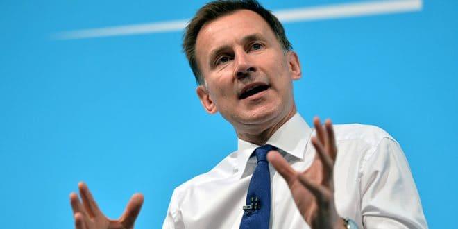 El ministro de Exteriores, Jeremy Hunt, respondió a Irán que es esencial la libertad de navegación por la ruta petrolera, y rechazó la captura del buque británico