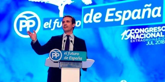 Pablo Casado y Albert Rivera compiten por liderar la oposición a Sánchez