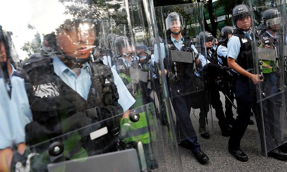 La policía dispersó la protesta en Hong Kong con gas pimienta