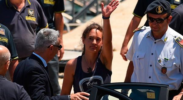 La joven alemana fue detenida por autoridades italianas al atracar en el puerto de Lampedusa.